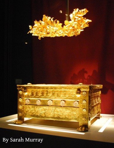 Golden diadem and larnax (bone ossuary)